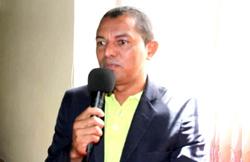 Vereador Evaldo solicitou a revitalização do gramado do Campo do Centro dos Carlos – Divulgação