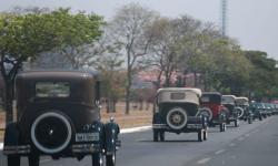 Passeio de Landau com personagem JK e carreata de carros antigos, em homenagem ao 118º aniversário de nascimento de Juscelino Kubitschek