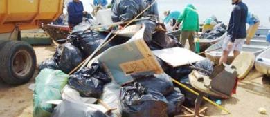 Mais de meia tonelada de lixo é recolhida de praias e acampamentos no Rio Araguaia