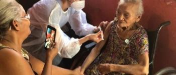Mais de 1.000 idosos já foram vacinados contra a Covid-19 em suas casas