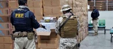 Trio é preso com carga de cigarros contrabandeada em ação da PMCE e PRF