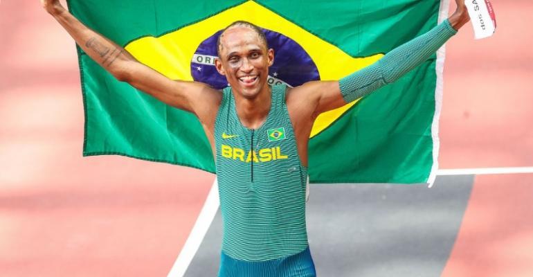 Olimpíada: Alison dos Santos é bronze nos 400 m com barreiras