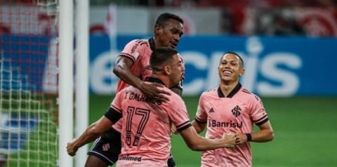 Internacional bate o Vasco em casa e assume liderança do Brasileirão Assaí