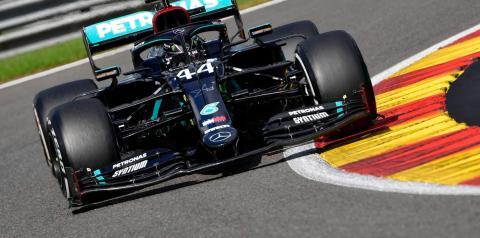 Heptacampeão Hamilton bate recorde ao conquistar a pole no Bahrein