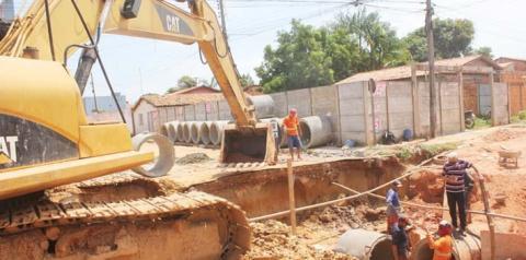 Obras drenagem, pavimentação e recuperação de ruas avançam nos bairros de Imperatriz