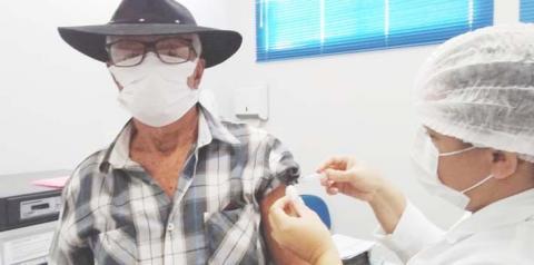 Idosos acima dos 80 anos recebem a segunda dose  da vacina contra a Covid-19 em Cariri do Tocantins
