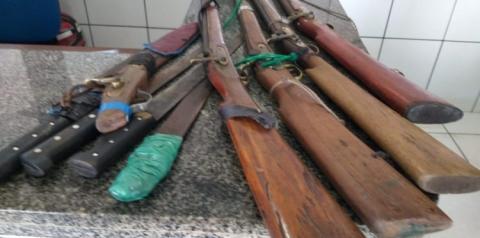 PMMA localiza dois veículos roubados e apreende cinco armas de fogo na zona rural