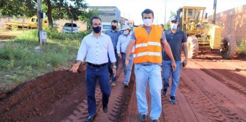Caravana inédita do prefeito com vereadores vistoria obras em Araguaína
