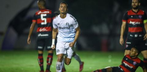 Grêmio atropela Vitória no Barradão e abre vantagem na Copa do Brasil