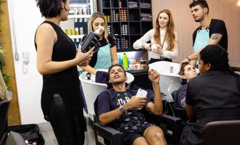 Salão de beleza cresce 200% em 5 anos com a hair stylist que conquistou a cabeça de modelos, artistas e empresários da região mais  badalada de São Paulo