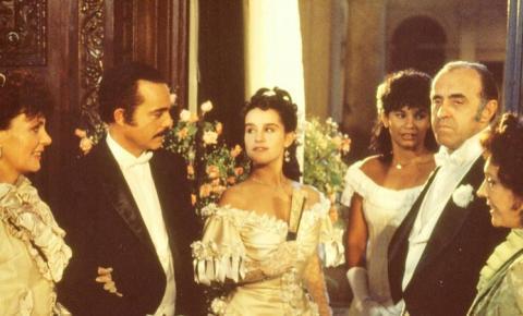 """Primeira versão de """"Sinhá Moça"""" fazia sucesso em 1986"""