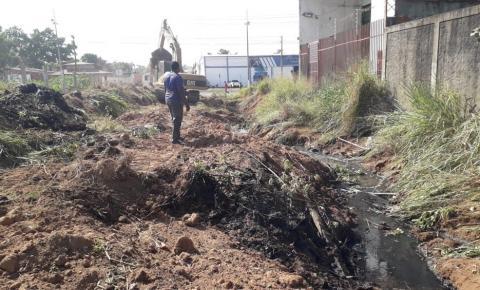 Prefeituraconstrói drenagem profunda no Parque das Palmeiras