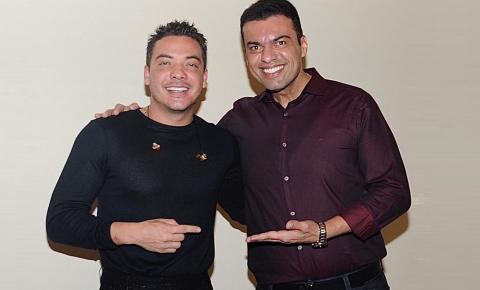 Wesley Safadão presta homenagem a empresário Martinelly Santos durante LIVE