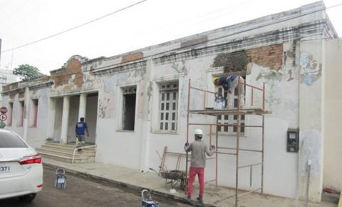 Pastor Porto vistoria obras do Governo do Estado