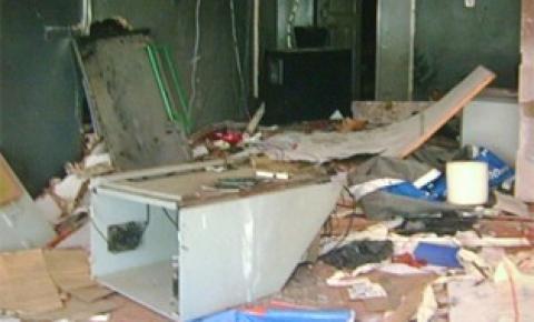 Bandidos explodem caixa de autoatendimento do Bradesco de Buritirana