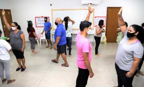 Servidores participam de oficinas de teatro para potencializar trabalho educativo nas escolas