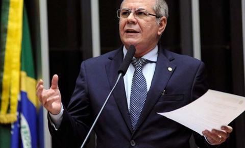 Hildo Rocha critica proposta que beneficia os bancos em detrimento da economia dos municípios