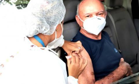 Prefeitura de Araguaína aplica segunda dose drive-thru da vacina contra covid-19 em 1.067 idosos
