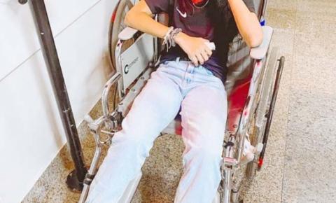 Skatista Rayssa Leal sofre lesão no tornozelo