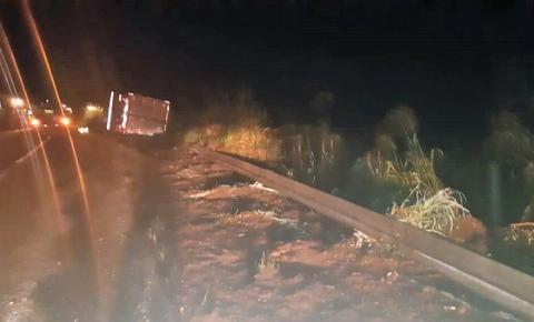 Carreta tomba e mata a mulher e filha do caminhoneiro na BR-230 próximo a Riachão