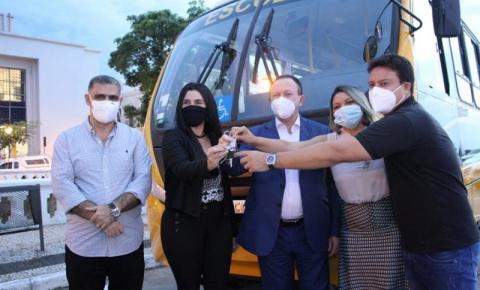Transporte Escolar: Governo entregou 139 veículos a municípios maranhenses