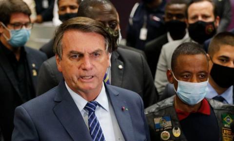 Bolsonaro vai ao aeroporto receber motorista que foi preso na Rússia