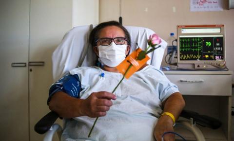 Pacientes e profissionais de unidade da rede estadual de saúde recebem homenagem de Dia das Mães