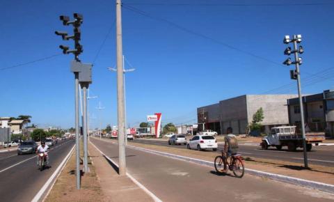 Estudo mostra a eficácia da fiscalização eletrônica na Avenida Pedro Neiva de Santana