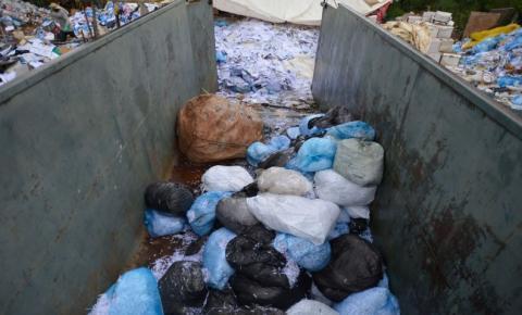 Governo assina acordos que podem fechar lixões e despoluir rios