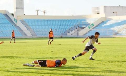Mirandinha pede contratação de mais um atacante e um lateral esquerdo