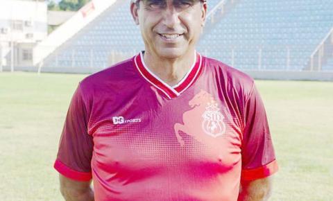 Luís dos Reis não dá pistas do time que vai sair jogando amanhã contra o Botafogo
