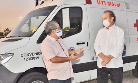 Carlesse assina convênio com hospital municipal, entrega cestas e obras