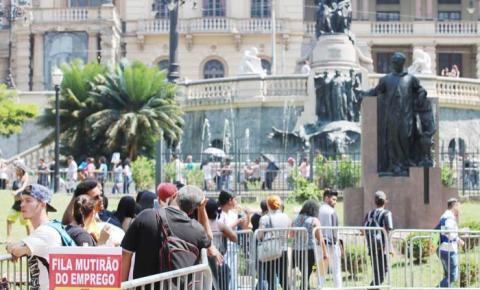 Crise na pandemia pode afetar por  nove anos salário dos brasileiros