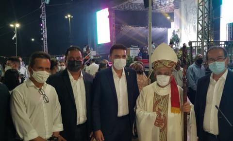 Senador Weverton Rocha participa da missa de posse do novo Arcebispo da Arquidiocese de São Luís, Dom Gilberto Pastana