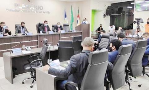 Vereadores se livram de investigação sobre polêmica do uso de máscara em Araguaína