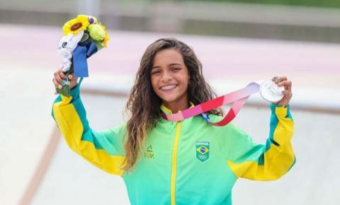 Rayssa Leal, prata no skate, viaja para competir em etapa do Mundial