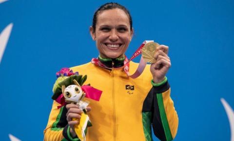 Carol Santiago fatura ouro e Gabriel Bandeira prata na natação
