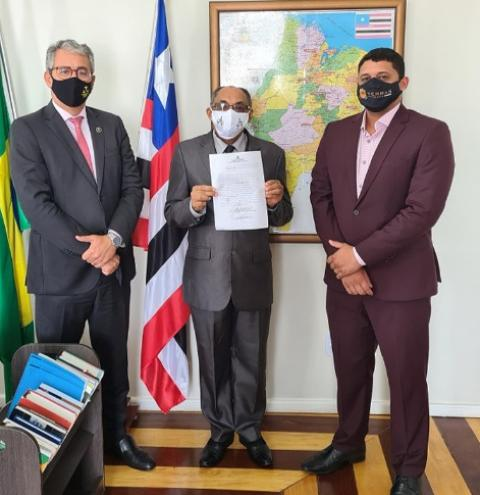 O juiz José Ribamar Serra, é promovido