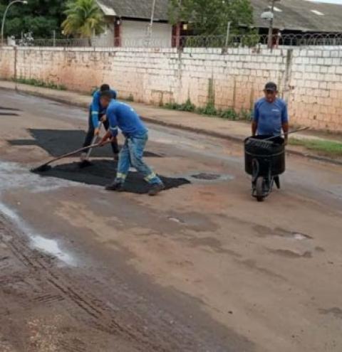 Operação tapa-buracos chega a mais cinco bairros e melhora tráfego de veículos