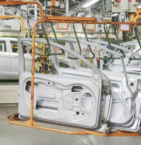 Faturamento da indústria voltou a crescer em março, segundo CNI