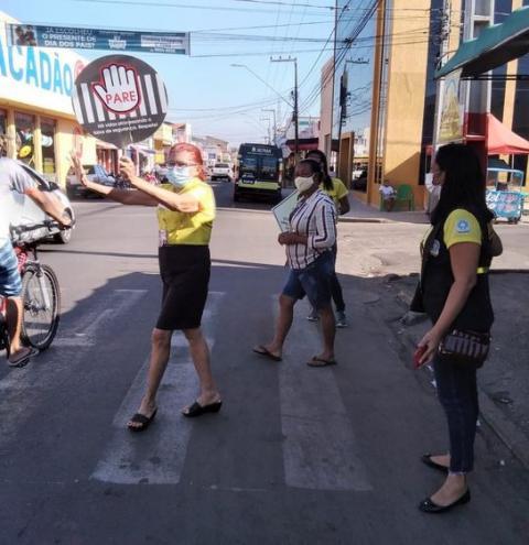 """Projeto """"Cidadania na Faixa"""" orienta motoristas para o respeito na travessia de pedestres na Avenida Ceará"""